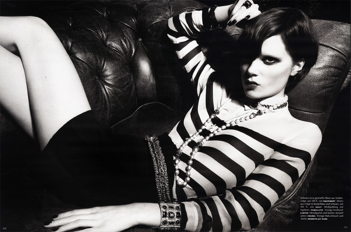 SA German Vogue Dec 2011 25.jpg